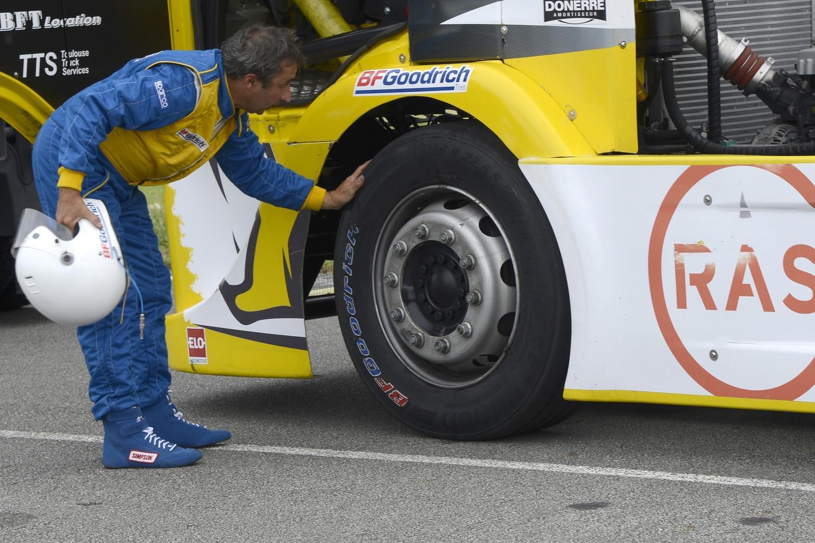 závody tahačů; výzva pro kamiony; závodní pneu
